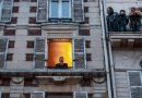 Francuski tenor organizuje koncerty ze swojego okna
