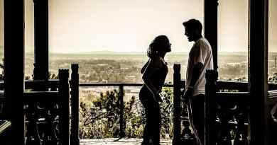 Kobieta i mężczyzna podczas rozmowy. Jak się dogadują Wenus i Mars?