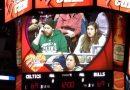 """Maskotka """"ratuje"""" dziewczynę na meczu NBA"""