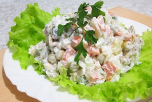 """Салат """"Оливье"""". Рецепт с пошаговой инструкцией приготовления и фото/"""