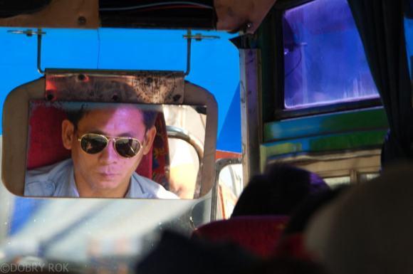 Autobus do mae sariang i kierowca autobusu jak chłopak z Miami