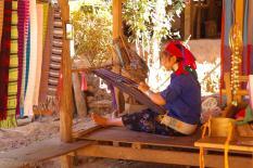 Wioska kobiet z długimi szyjami (5)