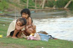Codzienna toaleta nad Mekongiem (1)