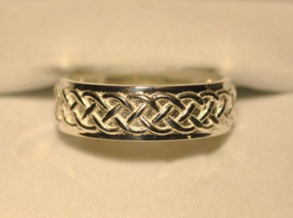 Celtic Wedding Knot Ring Back
