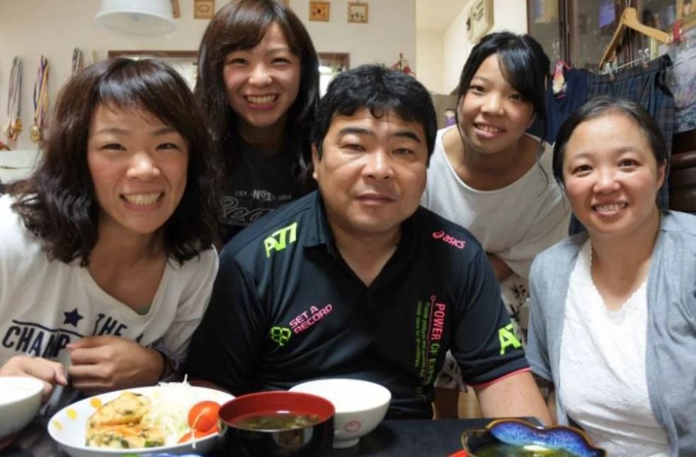 川井梨紗子・川井友香子の家族構成は5人:父母妹の家族全員がレスリング選手 | DOCOCORE どこコレ?