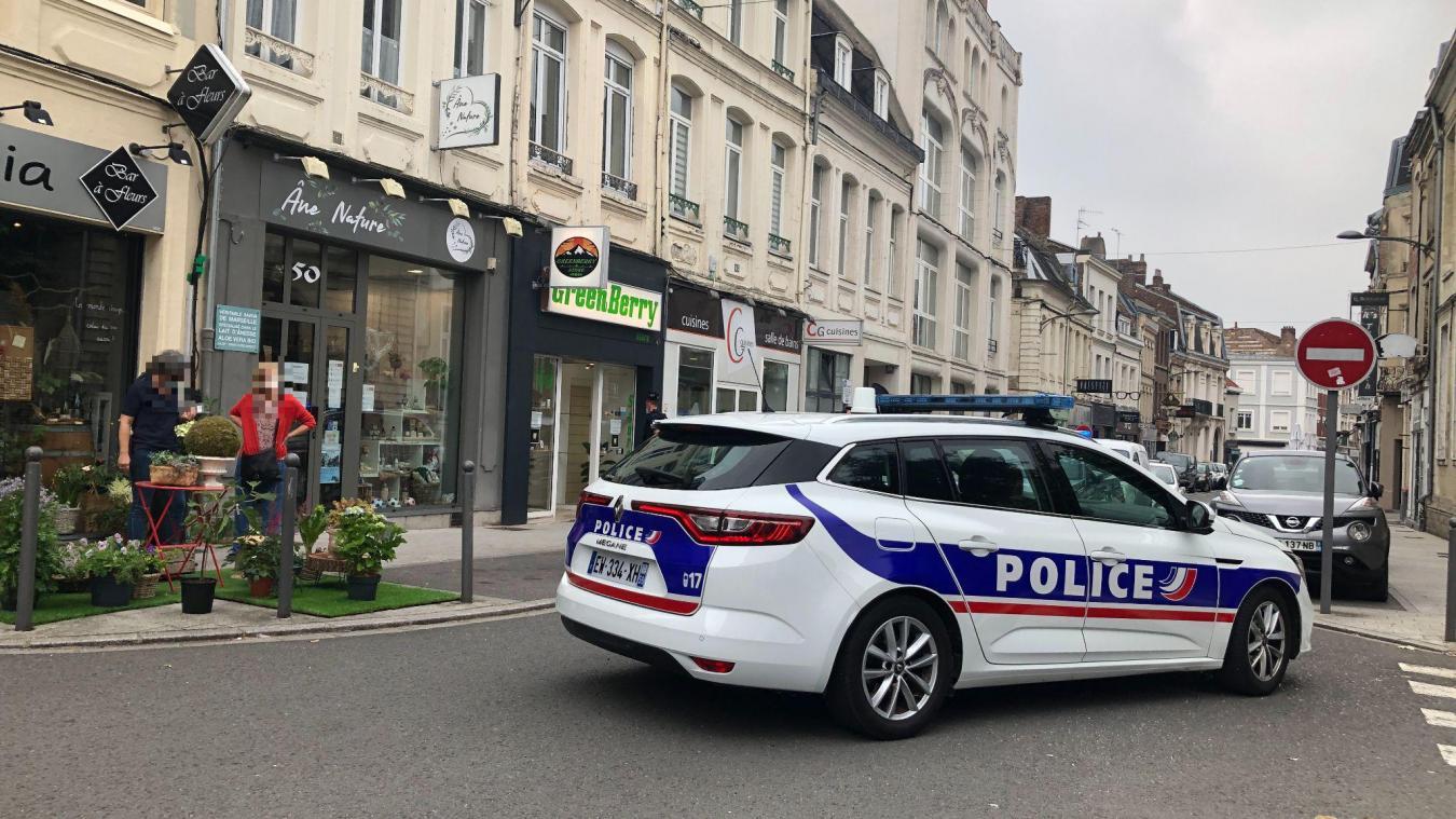 Saisies d'herbe de cannabis CBD dans des boutiques à Cambrai: la France confirme son vœu d'en interdire la vente
