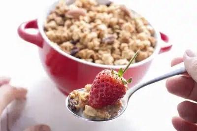 Petit déjeuner musli fraises