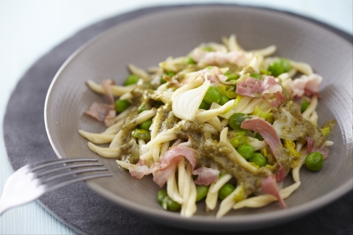 Trofie au pesto de Genovese, pancetta et légumes verts