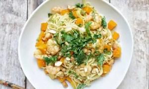 Recette des nouilles sautées aux crevettes et à la courge butternut