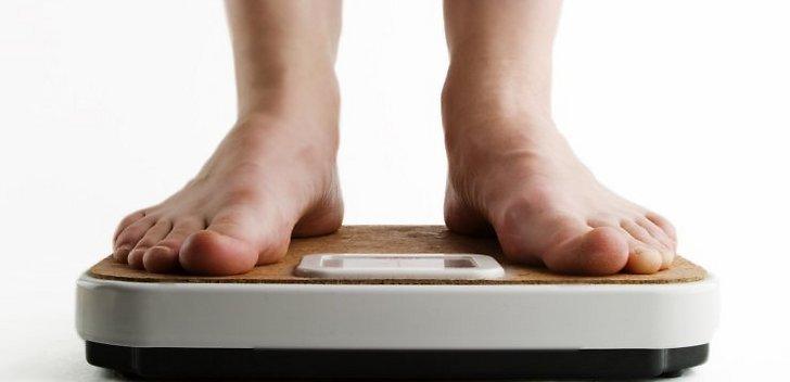 6aa8a64b105814 посприяти болю в ногах може і неправильно підібране взуття. Вибирайте  зручне взуття, каблук якої не перевищує 4 сантиметрів;