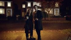 El Doctor y Clara contemplan spoilers.