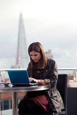 Jenna en su netbook.