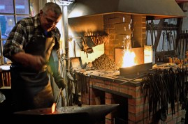 In der Schmiede - At the forge III