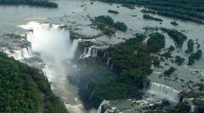 Cataratas del Iguazú - Foto: By Mario Roberto Duran Ortiz Mariordo (Own work) [GFDL (http://www.gnu.org/copyleft/fdl.html) or CC BY 3.0 (http://creativecommons.org/licenses/by/3.0)], via Wikimedia Commons