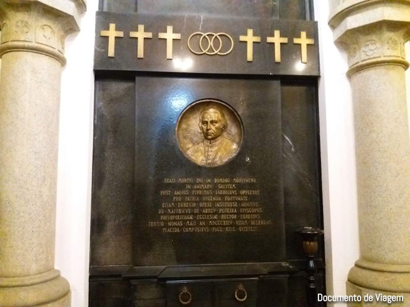 Conheça a cripta da Catedral da Sé