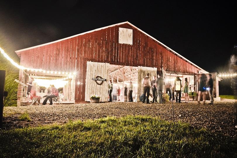 Dodson Orchards a Missouri Barn Wedding venue.