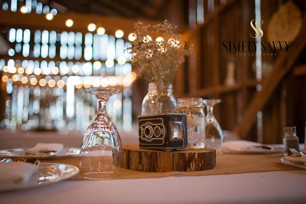 rustic barn wedding decor