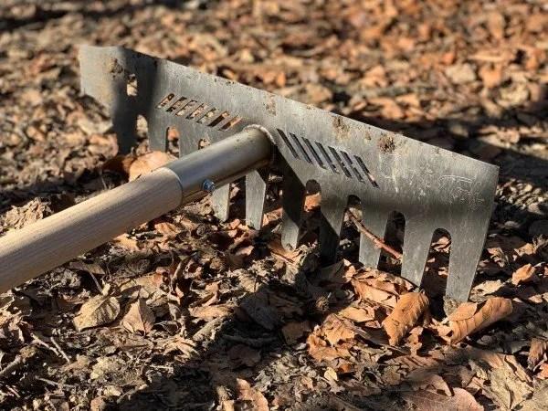 Multirechen von Dörte Tools - der robuste Rechen für die Trailpflege. Werkzeug für Trailbau.