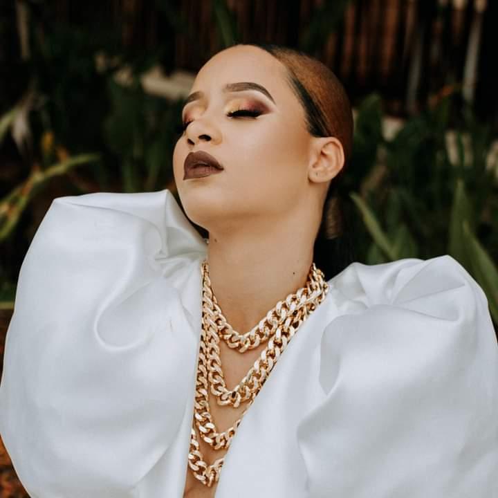 Fatima Altieri fait la couverture de Gmaro Magazine