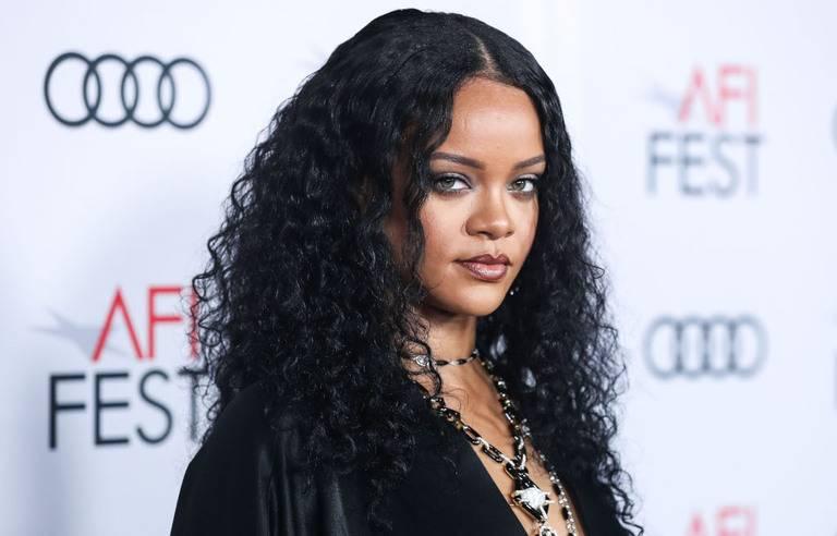Rihanna s'octroie une maison de 13,8 millions de dollars à Beverly Hills