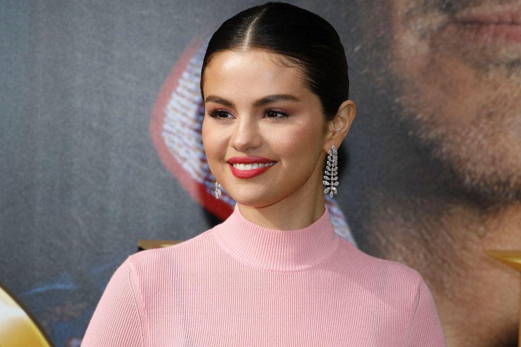 Selena Gomez appelle Emmanuel Macron et d'autres dirigeants à accroître les dons de vaccin contre la Covid-19