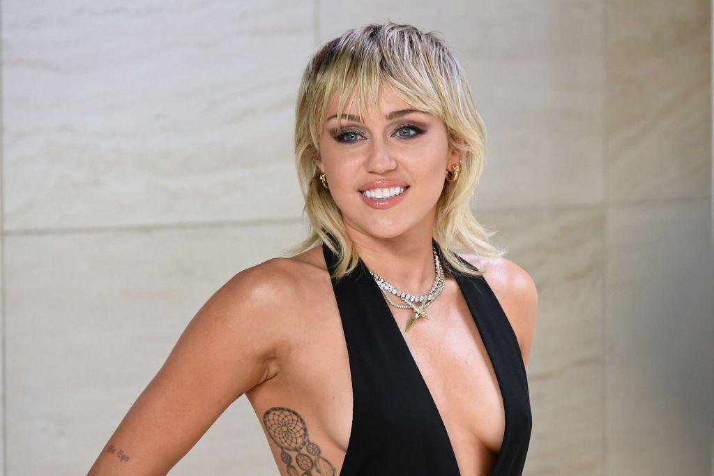 Plastic Hearts, album de Miley Cyrus, atteint un milliard de streams sur Spotify