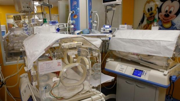 Une malienne donne naissance à neuf bébés