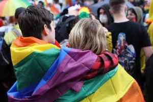 Le premier mariage de pasteures lesbiennes béni par l'Église protestante