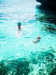 Nadando con Eros en una cala de Binisafua.