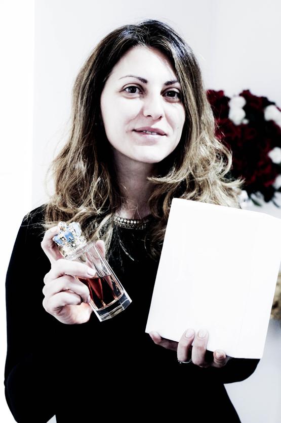 Nicoletta Visconti con una de las creaciones de su padre.