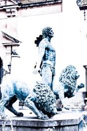 Hércules y los leones en la plaza del Socorro.