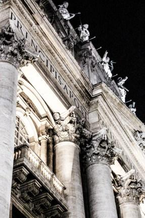 Fachada principal de la Basílica de San Pedro.