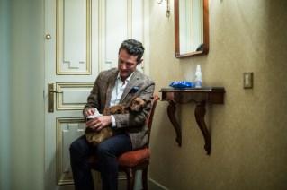 Siempre al entrar, primero limpio a Eros con las toallitas de SANO&BELLO de BAYER.