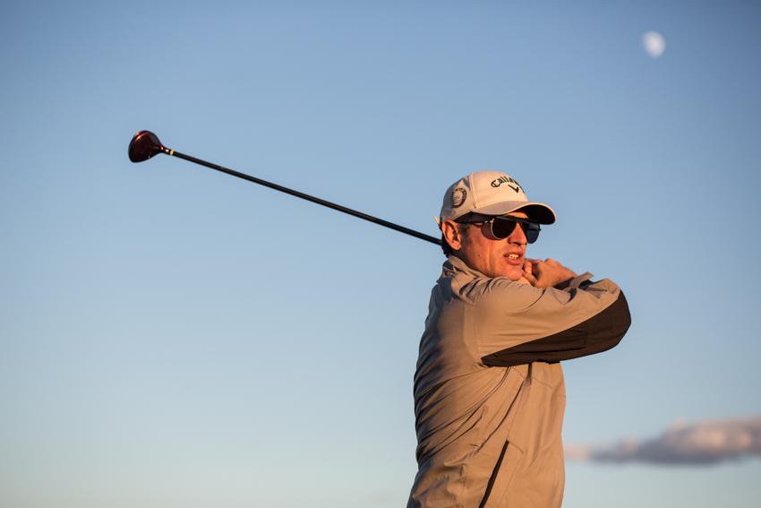 Jugando un poco al golf.