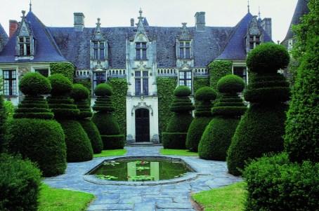 Copyright: Photo: Deidi von Schaewen. Le Château du Pin. TASCHEN.