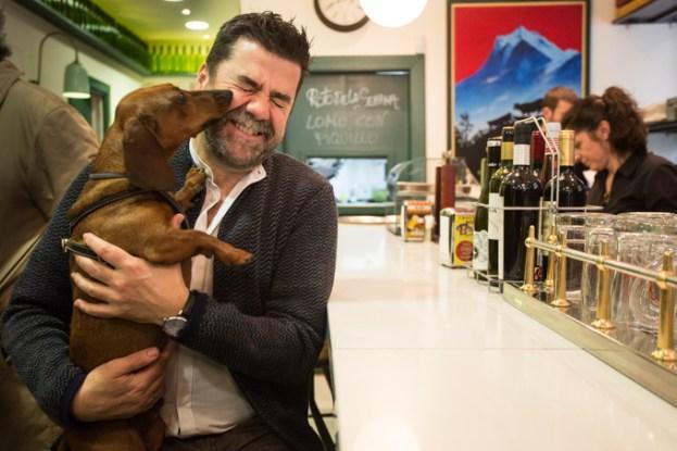Juan Carlos Lasaosa, el propietario de LOS ROTOS, y Eros.