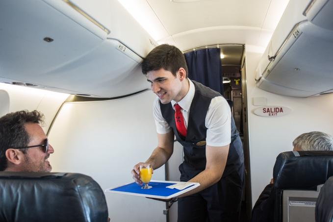Servicio a bordo en la cabina de Business de IBERIA REGIONAL AIR NOSTRUM.