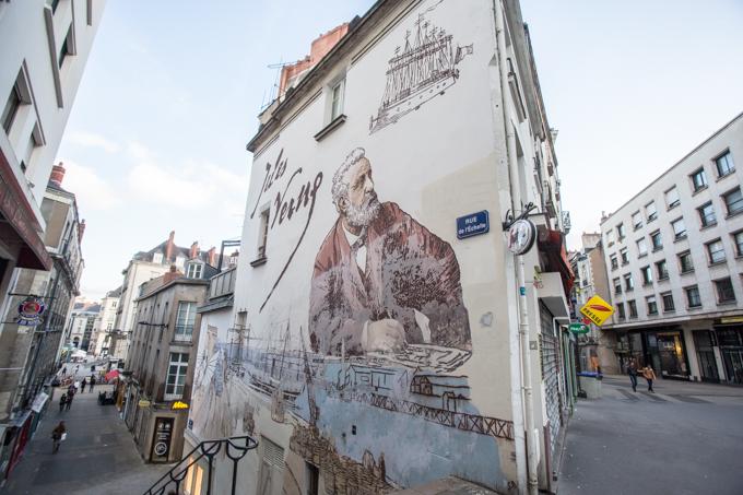 En la rue de L'Échelle me encontré con Julio Verne.