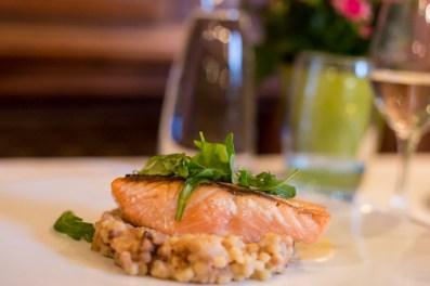 Pave de salmon d´Ecosse mu cuit, beurre blanc Nantais.