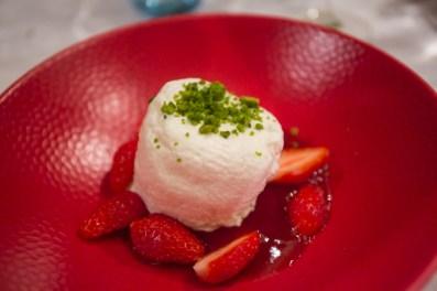 Crémet nantais de chez Beillevaire aux fraises gariguettes , un postre típico.