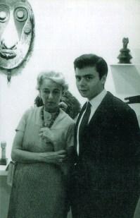 Peggy Guggenheim con Paolo Barozzi, su asistente en los años 60 (Peggy Guggenheim Foundation, Venice 1960).