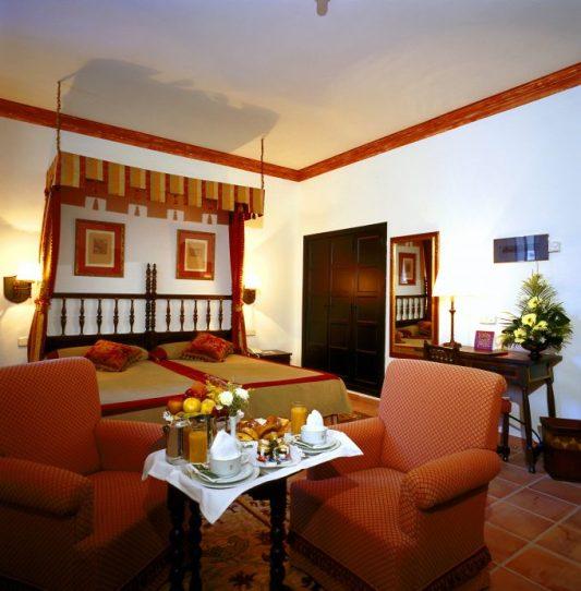 Habitaciones sencillas con un aire medieval.