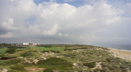 La Dehesa, el Parador de El Saler, su campo de golf, las dunas y la playa del Saler. Foto: Paradores.