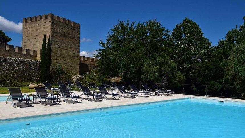 Muralla y piscina, un chapuzón obligado en la Pousada Castelo Alcácer do Sal.