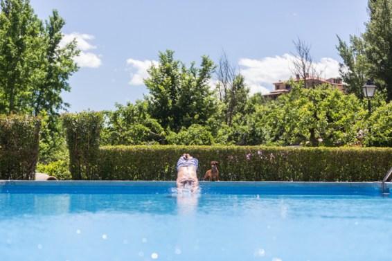 Un piscina tranquila, donde el silencio se respeta.