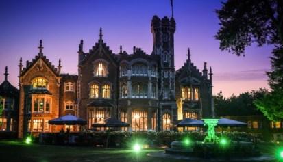 El castillo de noche. Foto: The Oakley Court.
