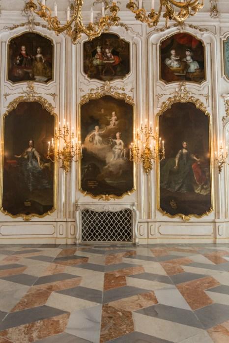 Retratos familiares en la Sala de los Gigantes.