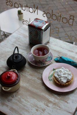 El té en Camarote Vintage está muy bien servido.