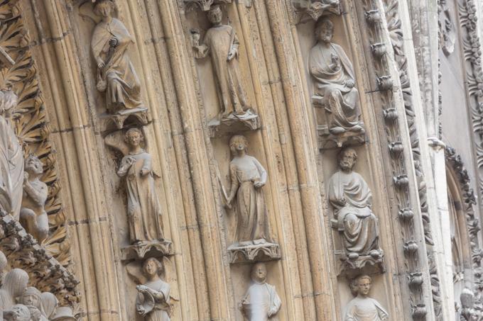 Los mejores artistas crearon las esculturas de Notre Dame.
