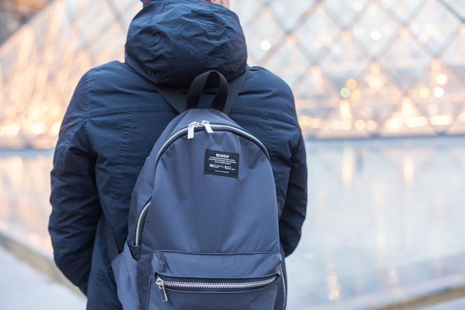 La mochila deECOALFes muy liviana, impermeable, elegante y ecológica